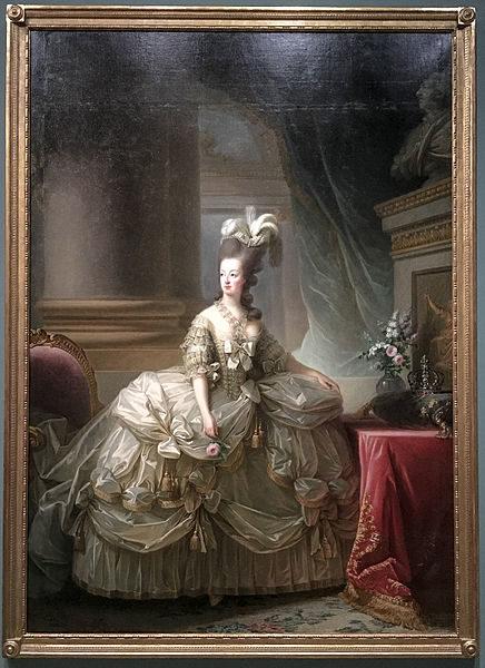Marie-Antoinette en grand habit de cour. Painting by Louise Élisabeth Vigée le Brun (1778). Grand Palais à Paris. PD-Creative Commons Attribution 2.0. Wikimedia Commons.