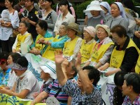 Comfort Women, rally in front of the Japanese Embassy in Seoul. Photo by Claire Solery (2012). PD-CCA-Share Alike 3.0. Wikimedia Commons.