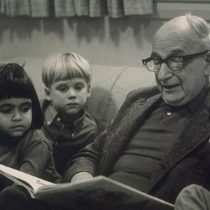 Portrait of H.A. Rey in early seventies reading to children. Photo by Elsa Dorfman (c. early 1970s). PD-GNU Free Documentation License. Wikimedia Commons.