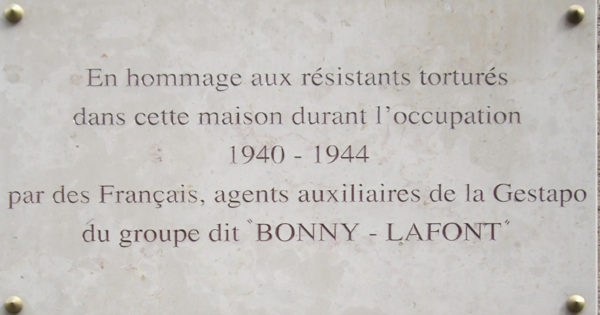 Commemorative plaque on the exterior wall of 93, rue Lauriston, Paris. Photo by Owen Work (9 May 2010). PD-Creative Commons Attribution-Share Alike 3.0. Wikimedia Commons.