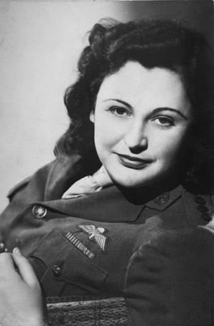 Nancy Wake wearing British Army uniform. Photo by anonymous (c. 1945). Australian War Memorial. PD-Copyright Expiration. Wikimedia Commons.