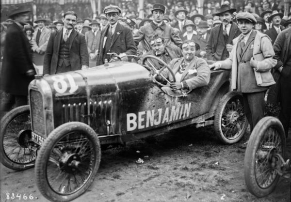 Violette Morris driving a Benjamin at the Bol d'or car race. Photo by anonymous (c. 1923). PD-Expired Copyright. Wikimedia Commons.