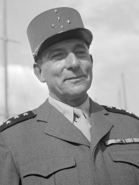 General Jean de Lattre de Tassingny. Photo by Willem van de Poll (c. 1946). Nationaal Archief. PD-CCA – Share Alike 3.0. Wikimedia Commons.