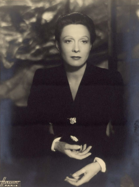 Portrait of the French actress Arletty (1898-1992). Photo by anonymous (date unknown). Studio Harcourt. PD-Anonymous Work. Wikimedia Commons.