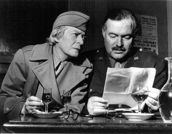 War correspondents, Janet Flanner and Ernest Hemingway, shortly after the liberation of Paris. Photo by anonymous (c. August 1944). PD-70+. Wikimedia Commons.