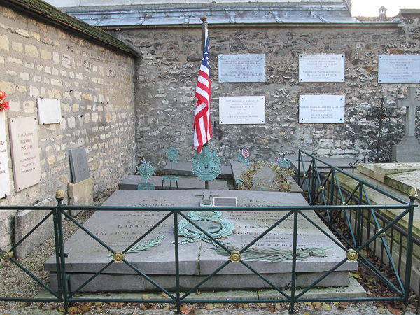 Grave of the marquis de Lafayette (on the right) and his wife Adrienne (on the left) in the cemetery of Picpus. Photo by Tangopaso (2010). PD-Author Release. Wikimedia Commons.