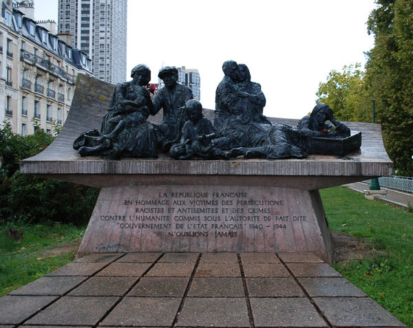 The Vel' d'Hiv Memorial. Photo by Sandy Ross