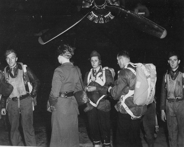 Jedburghs in front of a B-24 just before night takeoff. Photo by anonymous (c. 1944). U.S. National Archives and Records Administration. PD-Free License. Wikimedia Commons.