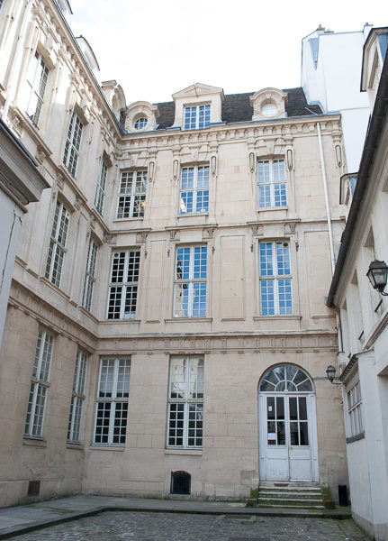 Courtyard of the former Hôtel de Savoie. Photo by Sandy Ross (September 2017).
