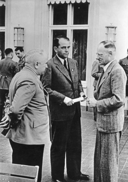 Berlin meeting of Robert Ley, Head of the German Labor Front (left), Albert Speer, Minister of Armaments (center), and Herbert Backe, Reich Minister of Food. Photo by anonymous (4 August 1942). Bundesarchiv, Bild 183-B21775/CC-BY-SA 3.0. PD-Creative Commons Attribution-Share Alike 3.0 Germany. Wikimedia Commons.