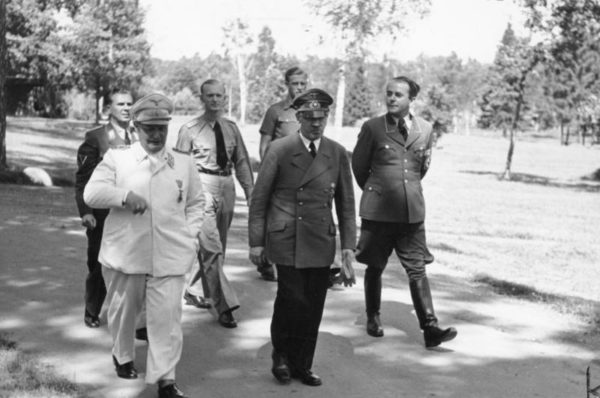 Hermann Göring (front left), Adolf Hitler (front center), and Albert Speer (front right). Photo by Heinrich Hoffmann (10 August 1943). Bundesarchiv, Bild 146-1977-149-13/Heinrich Hoffmann/CC-BY-SA 3.0. PD-Creative Commons Attribution-Share Alike 3.0 Germany. Wikimedia Commons.