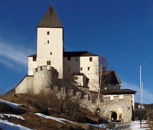 View of Mauterndorf castle in the State of Salzburg, Austria. Photo by Otberg (2008). PD-GNU Free Documentation License. Wikimedia Commons.