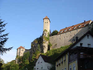 View of Burg (castle) Veldenstein. Photo by Bole (2009). PD-Creative Commons Attribution-Share Alike 3.0. Wikimedia Commons.