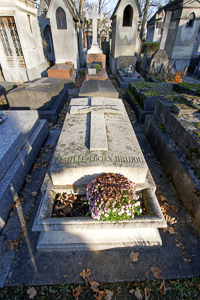 Tomb of family Bridou: Marie-Madeleine Fourcade's grave in Père Lachaise cemetery in Paris. Photo by Pierre-Yves Beaudouin (2016). PD-Creative Commons Attribution-Share Alike 4.0 International. Wikimedia Commons.